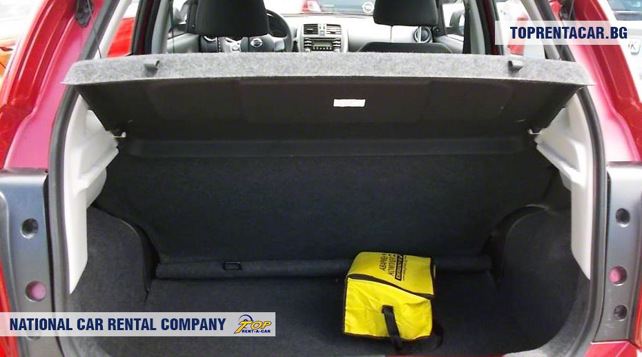 Nissan Micra - widok z bagażnika