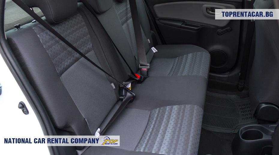 Toyota Yaris - widok na tylnych siedzeniach
