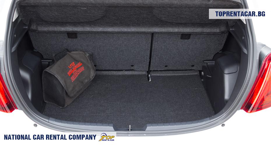 Toyota Yaris - widok z bagażnika